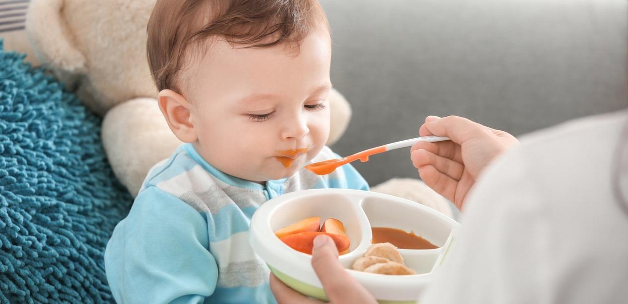 متى يتم إدخال الطعام للطفل الرضيع